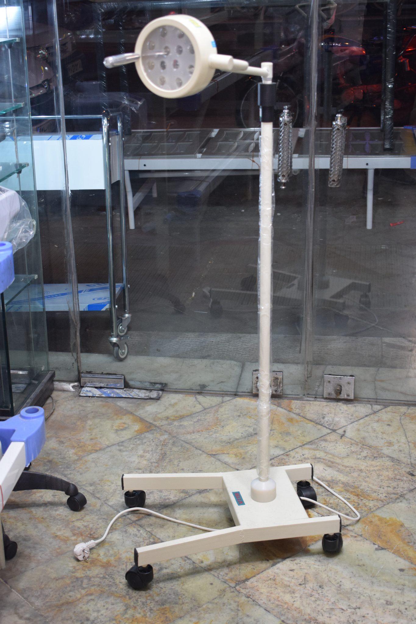 چراغ جراحی سیالیتیک جهت کاشت مو بلفارو عمل های زیبایی ۶۰وات